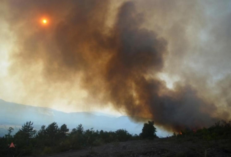 Fronte del fuoco con i SuperAlpini dell'Aquila Foto Trozzi (4).jpg