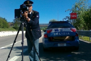 Polizia stradale autovelox.jpg