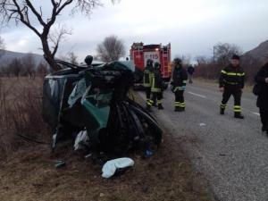 incidente-trasacco-collelongo-ambulanza-carabinieri-vigili-del-fuoco-3.jpg