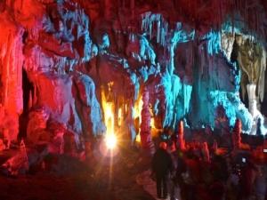 set-cinematografico-nella-grotta-del-cervo.jpg