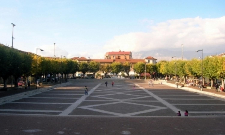 Avezzano_-_Piazza_Risorgimento.jpg