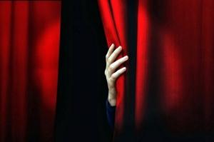 67388-teatro-alba-bocuse-mano-di-anton-ego.jpg